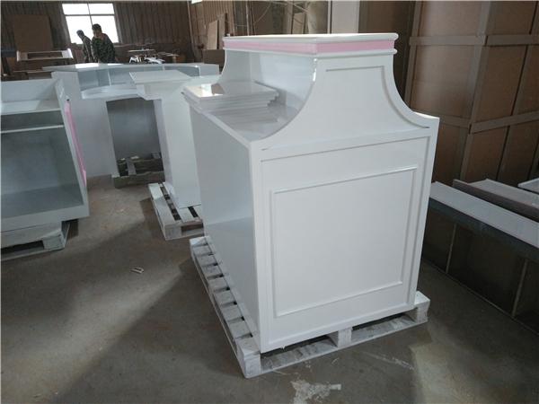 化妆品白色亮光烤漆展示柜定制-上海品美展柜厂