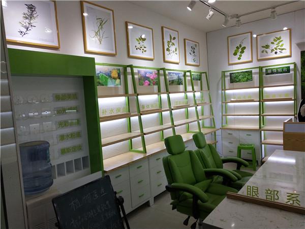 化妝品綠色烤漆展柜定制-上海品美展柜廠
