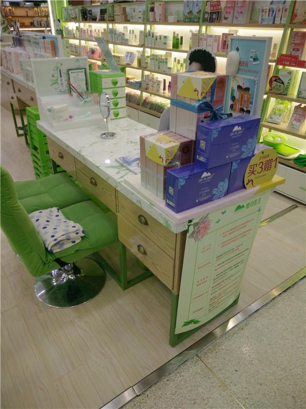 化妆品店中岛货架定制-上海品美展柜厂